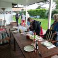 Vorbereitungen auf den Grill-Abend