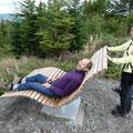 Jacqueline verhilft André zum 360 °-Panoramablick (Beutel sind reichlich vorhanden)