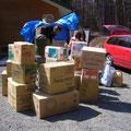 SOFAに寄せられた支援物資搬入