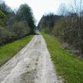 Alte Bahntrasse - links die Ravin de Bazil
