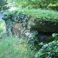 Kleiner MG - Bunker, der die schon damals existierende Straße absicherte