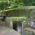 Die Rückseite des Bunkers mit seinen Eingängen