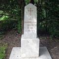 Grab eines französischen Fliegers - am 2. Juni 1916 stürzte er mit seinem Flugzeug in den Teich
