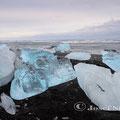 Eisblöcke am Lavastrand