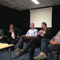 Sebastian Schäffer und Jerome Kuchejda bei einer Diskussion mit Abgeordneten der tunesischen Verfassunggebenden Versammlung