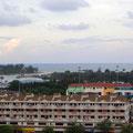 ホテルの部屋から。クアンタンは南シナ海に面した港町だ。