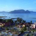 クア・タウンの朝(2)。ランカウイは99の島々が連なる群島。正面はダヤン・ブンチン島