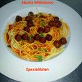 Spaghetti mit Tomatensoße und Hackbaellchen