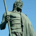 Tegueste, Mencey von Tegueste – d.h. König eines der neun Guanchenreiche zur Zeit der spanischen Eroberung Teneriffas – Bronzestatue auf der Plaza della Nostra Señora in Candelaria, Teneriffa.