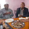 traditionelles Essen, Ziegenfleisch mit Ugari (fester Maisbrei), alles wird mit den Fingern gegessen