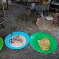 typisches afrikanisches Essen, Fisch mit Chapati oder Ungali (Maisbrei)