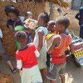 """""""Mama Katana"""" mit Ihren und Dorfkindern...."""