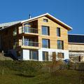 Wohnhaus aus Holzelmenten in Tenna