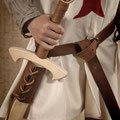 Epée en bois et ceinture en cuir