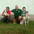 Alex mit Papa Carlos, meine Wenigkeit und Hanna und Bossi