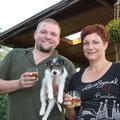 Und auch auf Amstel wird mit Amstel-Bier angestoßen