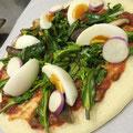 今日のピザ①菜の花・紫カブ・しいたけ・卵