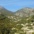 Schöne Blicke auf Taleinschnitte während unserer Fahrt entlang der Mittelmeerküste.