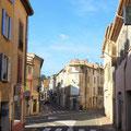 Die Straßen in den kleinen französichen Dörfern sind schmal ....