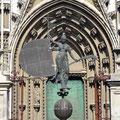 Sevilla - Eingang Cathedral mit Dublikat Turmaufsatz.