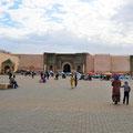 Meknes - Platz El Hedim mit Blick auf Bab Mansour.