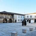 Marktplatz in der Altstadt von Miranda do Douro.