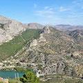 Blick auf El Chorro und die Felswände des Desfiladero de los Gaitanes vom Aussichtspunkt der MA - 4400
