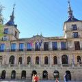 Toledo - Prachtbau gegenüber der Catedral