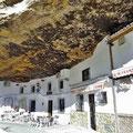 Setenil de las Bodegas - Häuser unter überhängenden Felsen