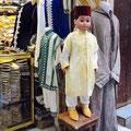 Fes - Textilien im Souk.