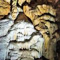 Tropfsteine in der Bärenhöhle auf der schwäbischen Alb.