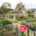 Bauerngarten auf dem Hofgut Hopfenburg.