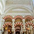 Cordoba - Mezquita Catedral - Maurische Säulenbögen treffen auf christliche Kirchenarchitektur