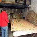 Fes - und hier werden die Holzdecken im Souk hergestellt.