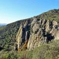 Steile Felsenklippen kurz hinter Arroba de los Montes