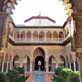 Sevilla - Maurischer Hof im Alcazar.