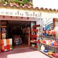 """""""Einkaufszone"""" für Touristen in Saintes Maries de la Mer in der Camargue."""