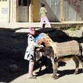 Begegnungen - Mädchen mit Esel.