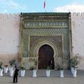 Bab Jemaa en Nouar in Meknes und daneben das größere ...