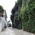 Santiago do Cacem - enge Durchfahrt in der Altstadt.