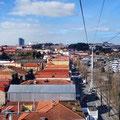 Porto - Blick von der Seilbahn auf die Portweinkellereien.