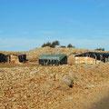 Auch in solchen Hütten müssen hier in dieser Höhe Menschen leben.