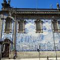 Porto - Kirche mit Azulejos.