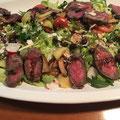Schneller Salat mit Streifen vom Steak