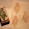 ヘビソフトクリーム  年賀状用にご注文をいただいて制作。 ヘビの色を変えるとポップなイメージで可愛いです。 (色鉛筆で彩色)