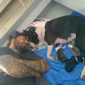 Alberto con Tiffany ed i suoi cuccioli