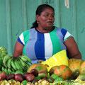 Verkäuferin auf dem Sir-Selwyn-Clarke-Markt in Victoria, der größten der Seychellen-Inseln
