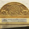 友情と支援のしるしとして、本国スペインのロマネスク友の会から、スペイン・ロマネスク・アカデミー(日本)がいただいた記念品です。