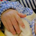 手モデルになれます。The Beautiest Hand of Cairnsってのがあれば、間違いなく選ばれるな。