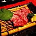 阿倍野焼肉「善」の特選和牛サイコロステーキ。